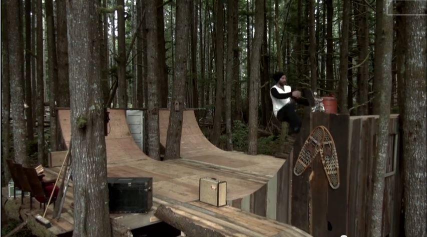 Le skate en forêt, une rampe de skate dans les bois  ~ Construire Une Rampe De Skate En Bois