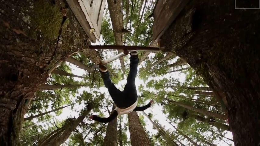 Le skate en forêt, une rampe de skate dans les bois